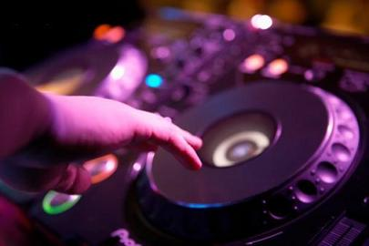 We deliver great DJ services to Toronto